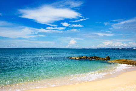 Photo pour The South China sea off the Vietnamese coast near  of Nha Trang. - image libre de droit