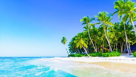 Photo pour paradise tropical beach sea on a tropical - image libre de droit