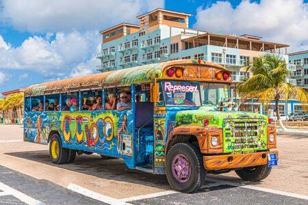 Photo pour Aruba Party Bus - image libre de droit