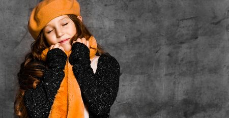 Photo pour Portrait of young smiling girl model in stylish casual clothing, bright yellow scarf and beret standing over grey concrete wall background. Trendy youth casual fashion concept - image libre de droit