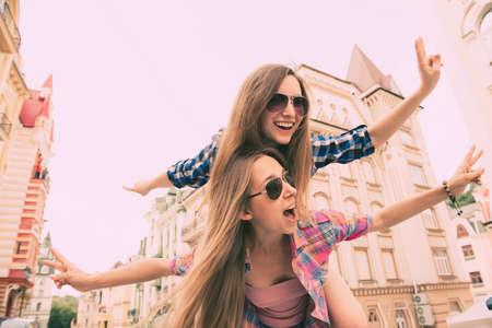 Foto de happy  beautiful girls love to travel and fooling around - Imagen libre de derechos