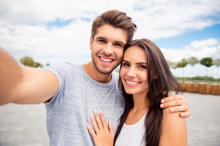 Photo pour Loving cheerful happy couple taking selfie in the city - image libre de droit