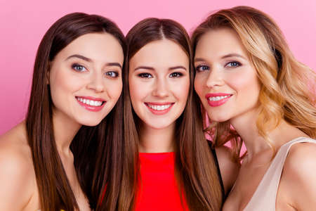 Photo pour Close up of three happy beautiful girls together, party time of stylish women group  celebrating birthday, women's day, having fun, girlfriends posing for the camera over pink background - image libre de droit