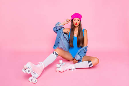 Photo pour I want to kiss you! Full length size photo portrait of pretty attractive cute lovely lady sitting resting relaxing on floor isolated pastel bright background - image libre de droit