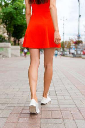 Foto de Cropped vertical close up low angle photo shot of slim woman legs, walking on the paving stones - Imagen libre de derechos