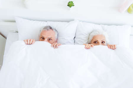 Foto de High angle top view surprised funny couple gray hair people in p - Imagen libre de derechos