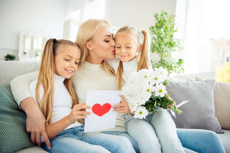 Foto de Portrait of nice cute lovely winsome sweet charming attractive cheerful cheery mom pre-teen girls sitting on divan reading post card daydream in light white room - Imagen libre de derechos