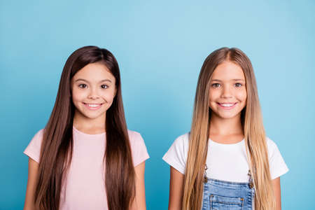 Foto de Close-up portrait of two people nice-looking sweet tender attractive beautiful cheerful straight-haired girls siblings isolated over blue pastel background - Imagen libre de derechos
