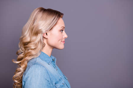 Foto per Close-up profile side view portrait of her she nice cute charming fascinating adorable winsome attractive cheerful cheery wavy-haired lady isolated over gray purple violet pastel background - Immagine Royalty Free