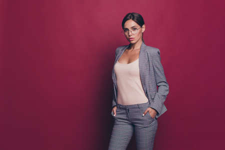 Foto de Portrait of her she nice cute attractive lovely sweet magnificent winsome shine classy content lady ceo boss chief leader wearing gray checkered suit isolated over maroon burgundy marsala background - Imagen libre de derechos