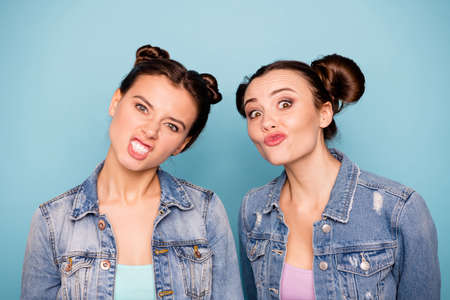 Photo pour Forever children. Close up photo of cute crazy ladies students isolated making faces spending weekends vacations dressed in colorful t-shirt denim on pastel background - image libre de droit
