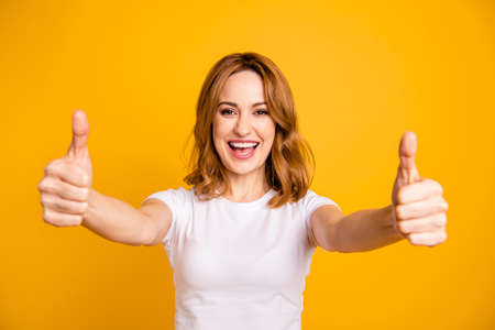 Photo pour Close up photo beautiful pretty she her foxy lady hold arms hands thumb fingers up short hairstyle amazed excited advising buy buyer new product wear casual white t-shirt isolated yellow background - image libre de droit