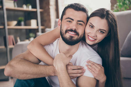 Photo pour Close-up portrait of his he her she two nice attractive lovely lovable gentle cheerful cheery people spending day daydream honeymoon at home house apartment indoors - image libre de droit