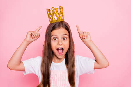 Photo pour Photo of little lady holiday time hands indicate headwear open mouth coronation wear sun dress isolated pink background - image libre de droit