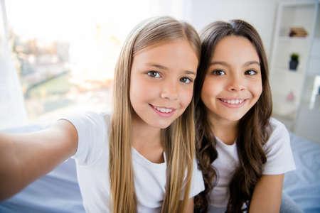 Foto de Close up photo of cheerful content children feel satisfied sit bed room indoors - Imagen libre de derechos