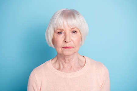 Foto de Close-up portrait of her she nice attractive well-groomed content calm focused gray-haired mam lady isolated over bright vivid shine blue green background - Imagen libre de derechos