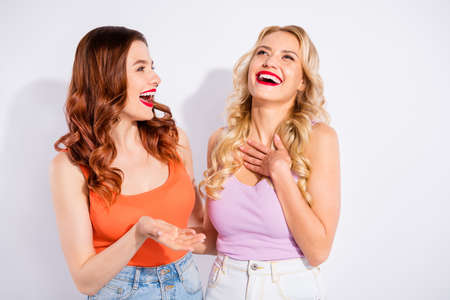 Photo pour Two pretty ladies spending free time together tell humorous stories wear casual tank-tops isolated white background - image libre de droit