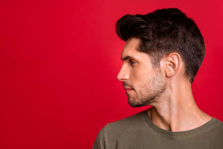 Photo pour Photo of macho guy turn head side showing new hairstyle wear grey t-shirt isolated on red background - image libre de droit