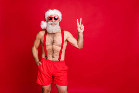 Photo pour Portrait of his he nice attractive content cheerful cheery funky optimistic gray-haired muscular macho showing v-sign enjoying leisure rest relax isolated over bright vivid shine red background - image libre de droit