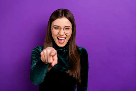 Photo pour Portrait of cheerful youth pointing laughing wearing eyeglasses eyewear isolated over purple violet background - image libre de droit