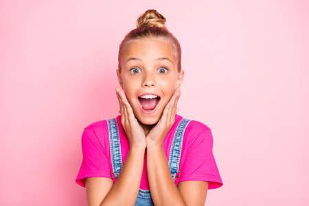 Photo pour Close up photo of rejoicing encouraged screaming girl shouting loudly wearing fuchsia t-shirt isolated over pastel color background - image libre de droit