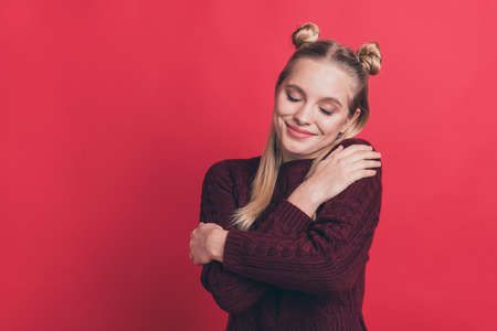 Photo pour I feel tranquility concept. Closeup photo of pretty with closed eyes hipster enjoying handmade handicraft maroon color jumper pullover isolated pastel background - image libre de droit