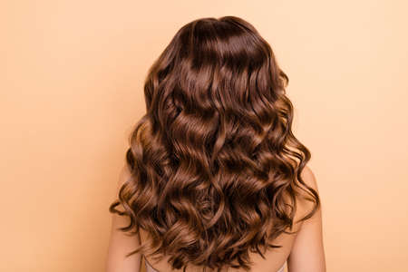 Foto de Back rear side photo of charming girl show perfect strong wellness, hairstyle hairdo after hairdresser therapy coiffure have professional hair coloration isolated over pastel color background - Imagen libre de derechos