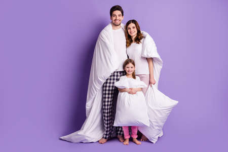Photo pour Full length body size view of cheerful family small little daughter wearing pajama carrying pillow covered duvet healthy regime bedtime isolated on bright vivid shine vibrant violet color background - image libre de droit