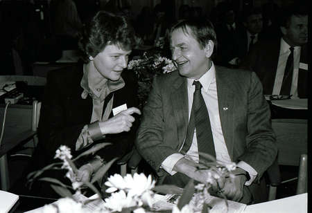COPENHAGEN/DANMARK /DENMARK. ( File Photos  of late swedish primeminister Olof Palme) Swedids late primemminister Olof Palme social democrate 4 weeks  before his session death  in stockhom, with Norwegian former prime minister MS. Gro Harlem Bruntlund in