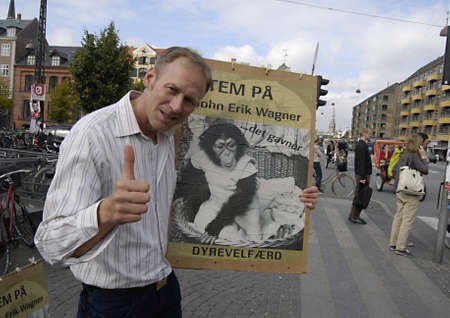 DENMARK / COPENHAGEN _John Erik Wagner with his political poster message vote for animals welfare on elections day 10 sept.2011