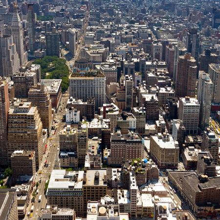 Photo pour New York City - Birds Eye View of Manhattan Buildings - image libre de droit