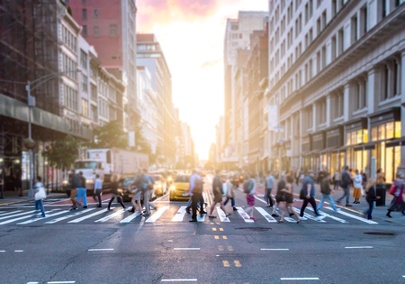 Photo pour Busy intersection of 23rd Street and 5th Avenue in Manhattan with crowds of diverse people crossing in front of cars and taxis in New York City - image libre de droit