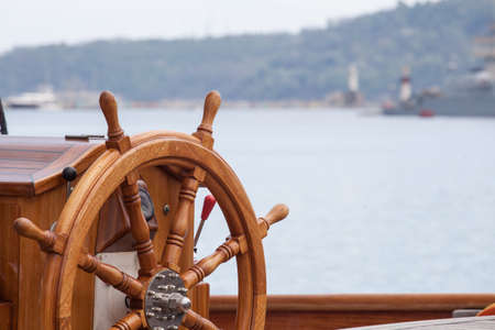 Photo pour Old boat steering wheel from wood - image libre de droit