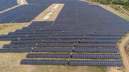 Photo pour Aerial shot of photovoltaics solar farm. Solar farm power station from above. Ecological renewable energy. - image libre de droit