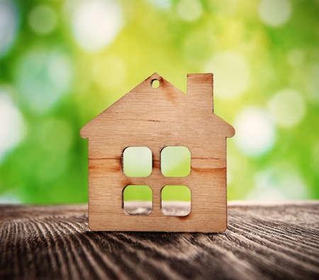 Photo pour wooden house symbol on nature background - image libre de droit