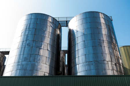 Photo pour Beer factory Brewing machinery - image libre de droit