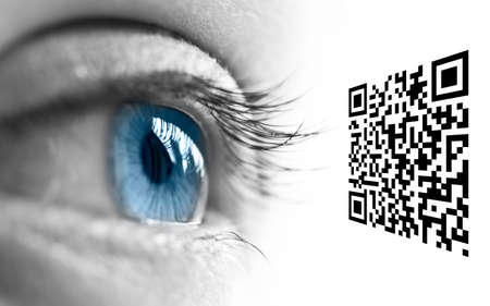 Foto de Close up of a blue eye and QR code - Imagen libre de derechos