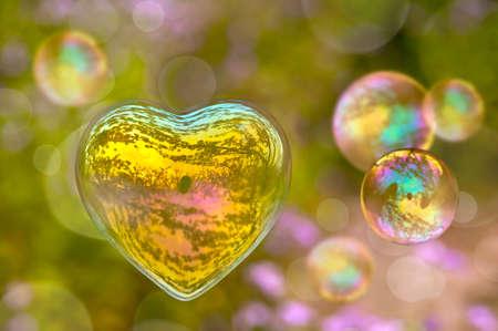 Photo pour Soap bubble in the shape of a heart - image libre de droit