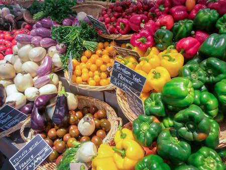 Photo pour Fruit and vegetable market in France - image libre de droit