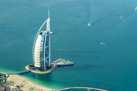 Photo pour Aerial view of Burj AL Arab hotel in Dubai, United Arab Emirates - image libre de droit