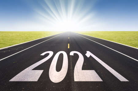 Photo pour 2021 road perspective with rising sun, new year card - image libre de droit