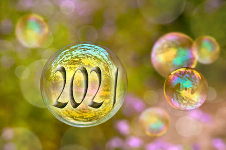 Photo pour 2021 soap bubble on green nature background, new year greeting card - image libre de droit