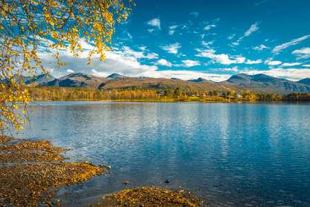 Foto de View over the Övre Saetervatnet, Nordland, Norway on a sunny autumn day - Imagen libre de derechos