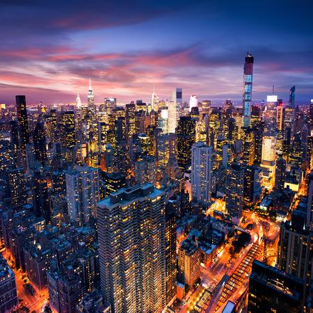 Photo pour Big Apple after sunset - new york manhattan at night - image libre de droit