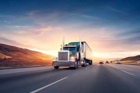 Foto de American style truck on freeway pulling load. - Imagen libre de derechos