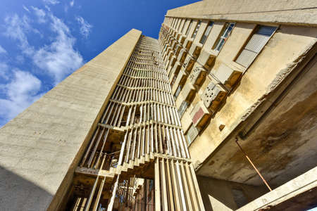 The Giron Tower of 1967 is among the most sophisticated apartment complexes of the early revolutionary period of Havana. There are now frequent power failures and the elevator does not work many days.