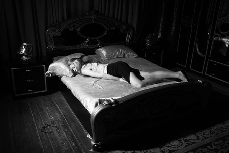 Foto per Strangled beautiful business woman in a bedroom. Simulation of the crime scene. - Immagine Royalty Free
