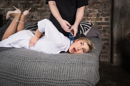 Foto de Crime scene imitation. Murder strangles a innocence woman - Imagen libre de derechos
