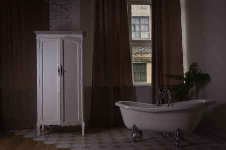 Photo pour White bathroom interior in a vintage style - image libre de droit