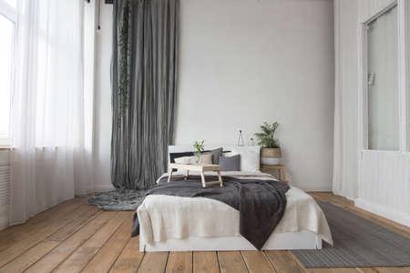 Photo pour Interior of white and gray cozy bedroom - image libre de droit